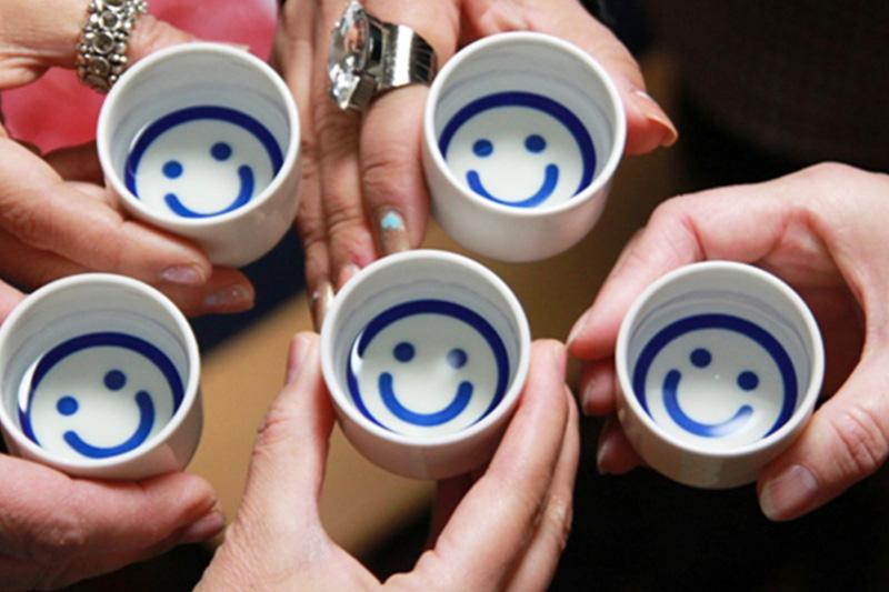 「日本酒の日」は今夜00:00から!乾杯写真でお酒を当てよう