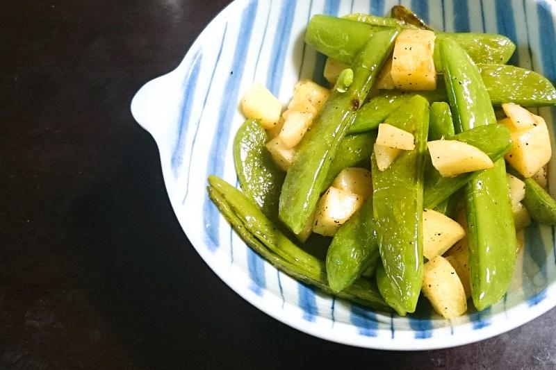 緑色が爽やか!夏の簡単おつまみエンドウのオリーブオイル炒め