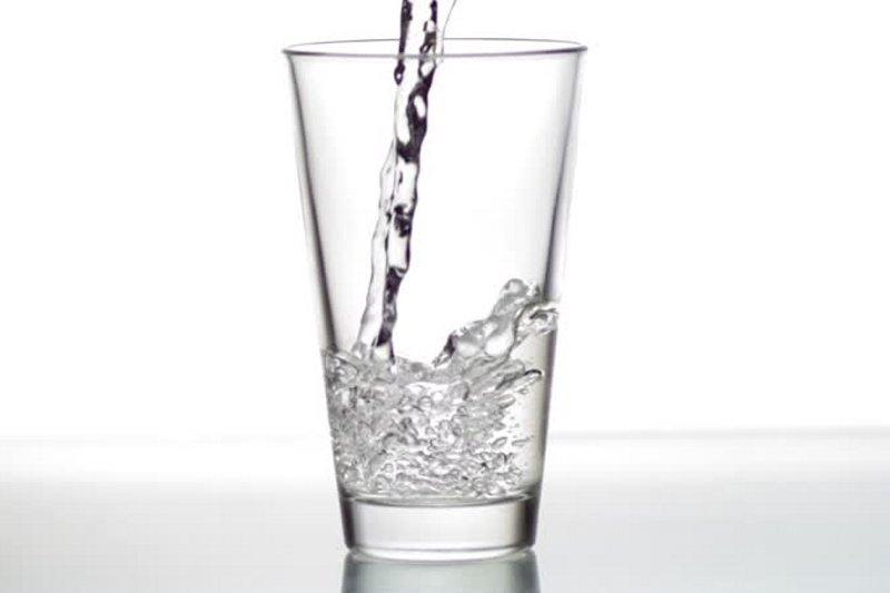 日本酒は悪酔いする?しない?和らぎ水で飲み会はもう怖くない!