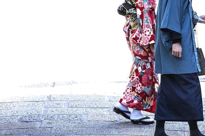 質問です。初詣は御神酒と一緒に歩くってどうですか??