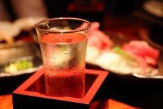 日本酒_注ぎこぼし