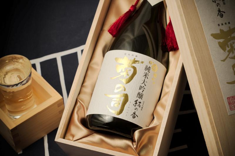 「高級」と感じるのはなぜ?日本酒パッケージの色の秘密